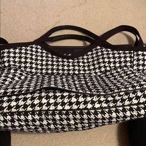 Vera Bradley travel bag in Houndstooth.